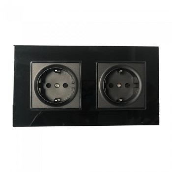 dvojna-črna-vtičnica-s-steklenim-okvirjem